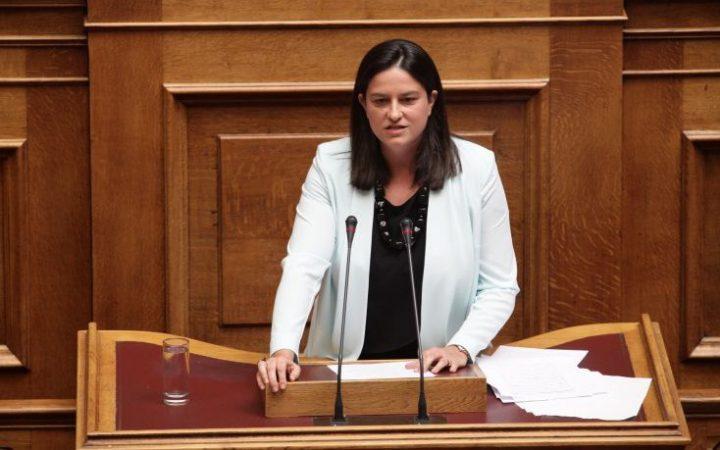 """Νίκη Κεραμέως: """"Ως έγκυος βουλευτής πάσχιζα να βρω χώρο εντός της Βουλής που δεν κάπνιζαν"""""""
